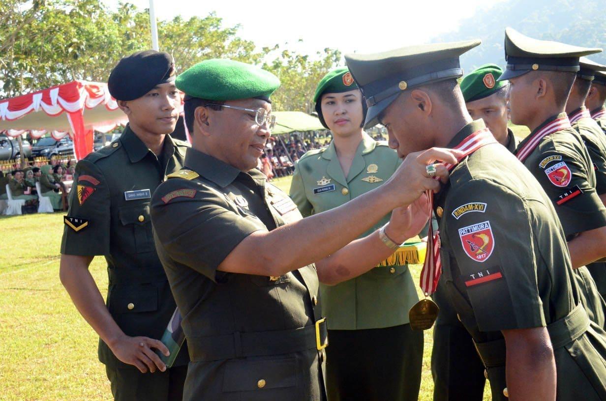 UPACARA PENUTUPAN PENDIDIKAN PERTAMA TAMTAMA TNI AD GELOMBANG I TAHAP I TA. 2014