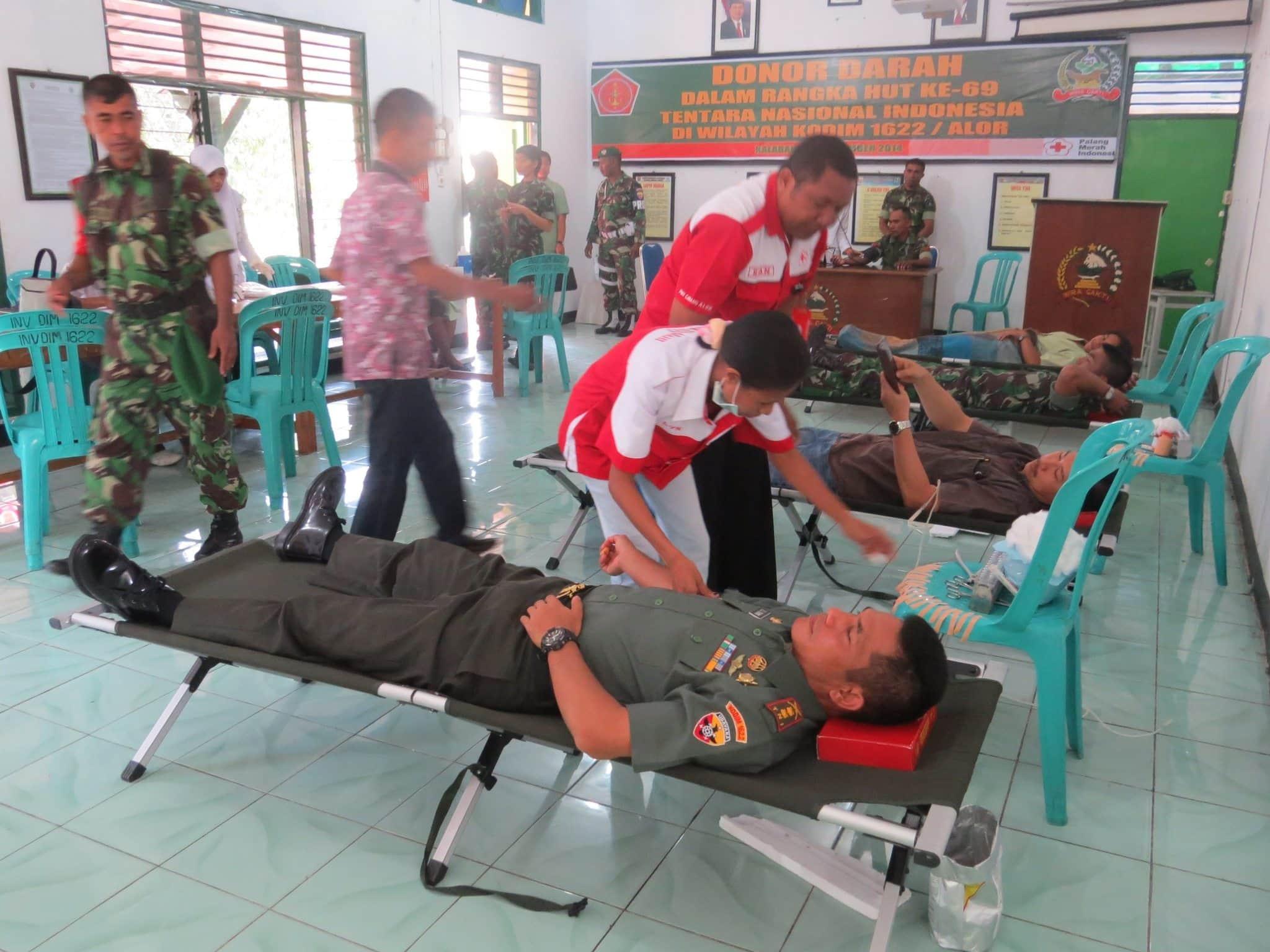 KODIM 1622/ALOR DONOR DARAH PERINGATI HUT KE-69 TNI