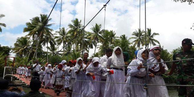 Dua Jembatan Gantung Ekspedisi NKRI 014 di Halmahera Barat Diresmikan