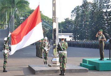 Komandan Kodiklat TNI AD Pimpin Upacara 17-an