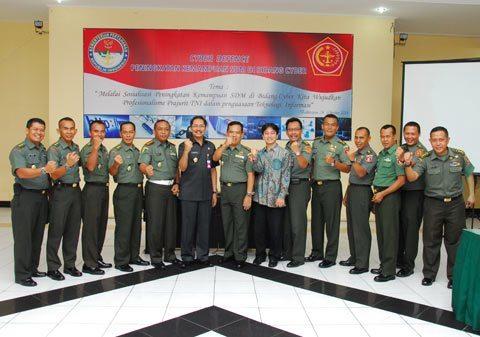 PRAJURIT TNI WILAYAH SEGARNIZUN BALIKPAPAN MENGIKUTI SOSIALISASI CYBER
