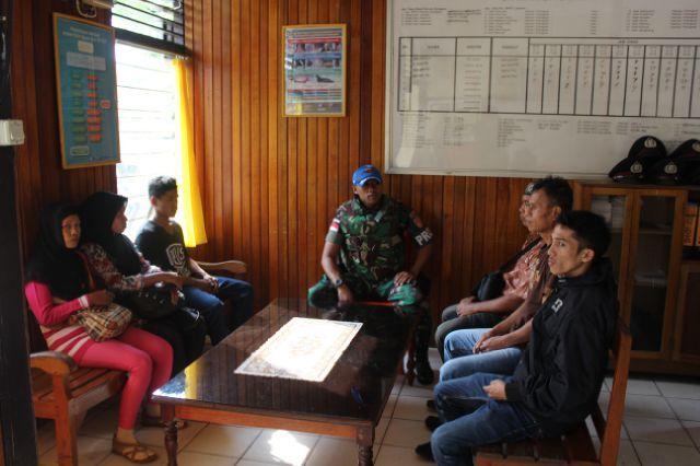 6 Orang TKI Illegal diamankan TNI di Perbatasan Kalbar