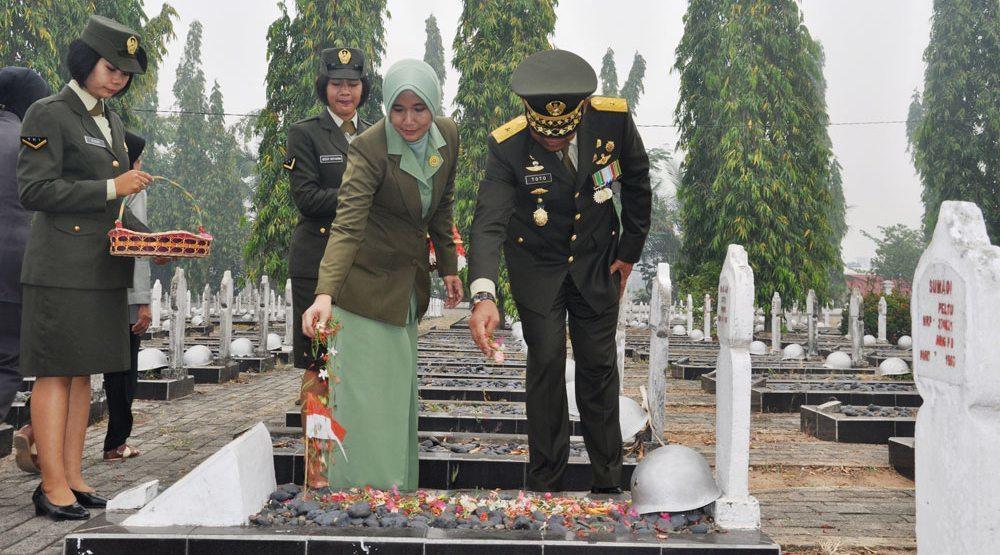PERINGATI HARI JADI, TNI ZIARAH NASIONAL