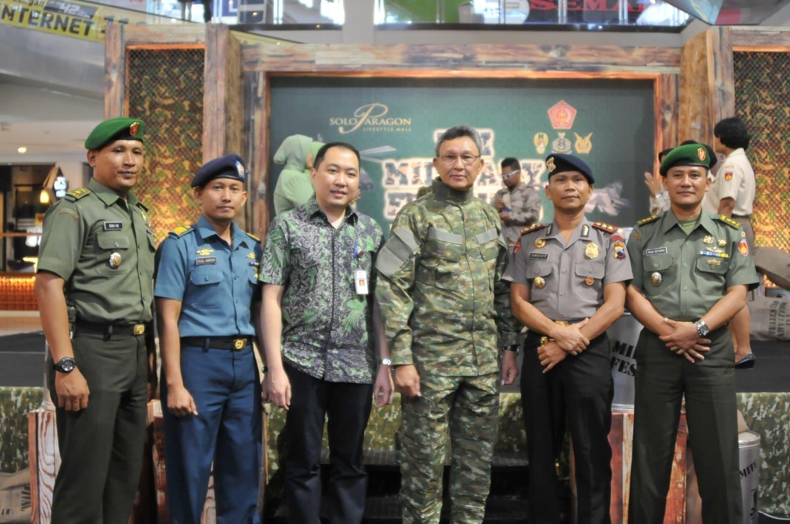 PAMERAN ALUTSISTA DALAM RANGKA HUT KE-69 TNI