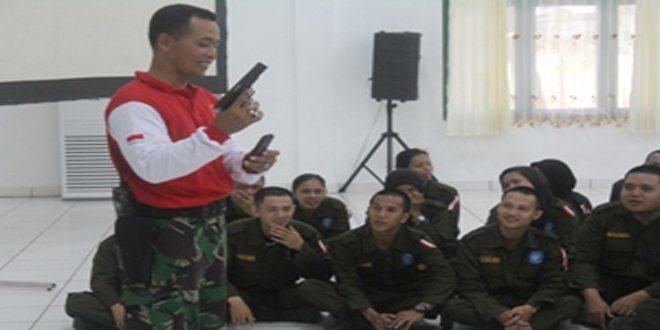 PNS Pemprov Babel Bawa Pistol Ditodongkan Kepada Peserta Diklat Bela Negara di Makorem 045/Gaya