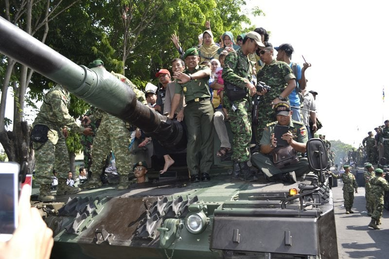 Kasad naik tank Leopard 2
