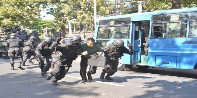 Gultor Yonif 900 Membebaskan Kepala Kantor Keuangan Negara