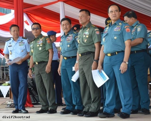PANGLIMA TNI TINJAU PELAKSANAAN GELADI KOTOR HUT TNI