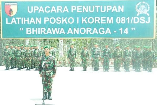 1. Danup Mayor Chk Heri Rohanzah, SH saat laporan pada Up. Tup Lat Posko I Rem 081 DSJ