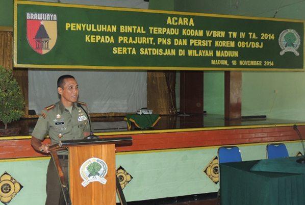 1. Komandan Korem 081 Kolonel Czi M. Reza Utama saat menyampaikan sambutan pada acara Bintal Terpadu