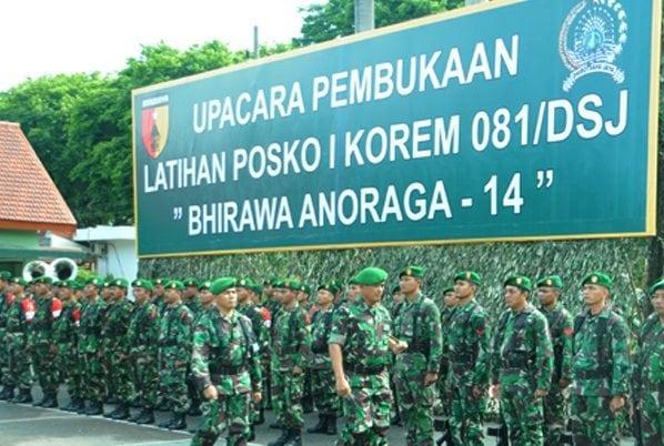1. Pangdam V Brw Mayor Jenderal TNI Eko Wiratmoko saat acara pemeriksaan pasukan