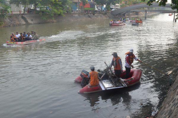 1. karya bhakti tni, pemda (satpol pp) dan masy di bantaran sungai kalimas