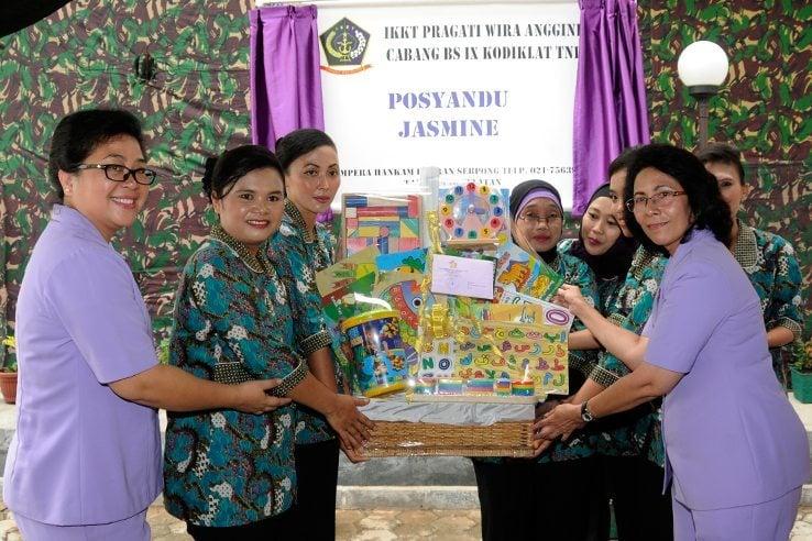 Ketua Umum IKKT Resmikan Posyandu Jasmine di Kodiklat TNI