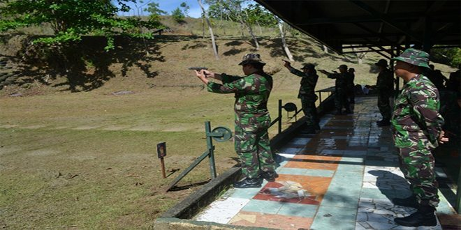 Personel Korem 172/PWY Melaksanakan Latihan Menembak TW. IV