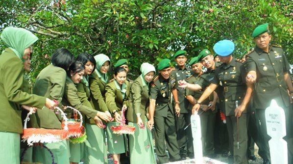 Ziarah Bersama dalam Rangka HUT Korem 081/DSJ