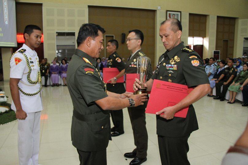Panglima TNI Tutup Dikreg XLI Sesko TNI TA. 2014