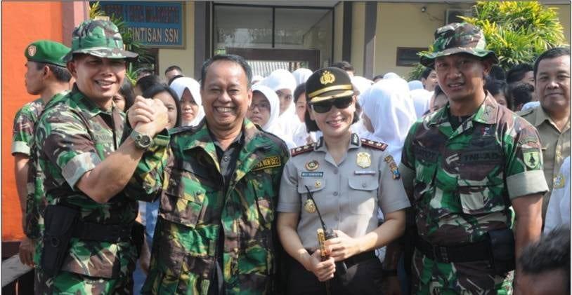 4. Foto bersama Danrem 082, Kepsek, Kapolresta dan Dandim Mojokerto