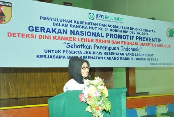 4. Kepala BPJS Cab. madiun Ibu Hendri Wahyuni saat memberikan sambutan pada acara penuluhan dan sosialisasi BPJS