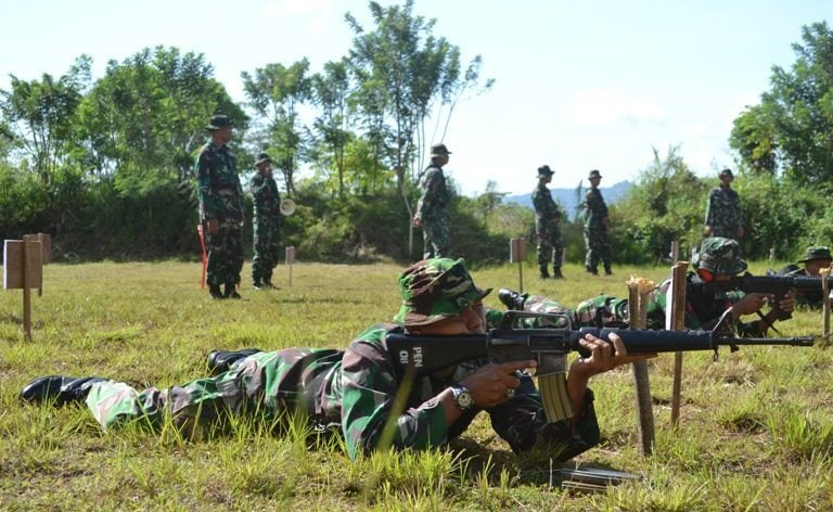 Prajurit Ksatria Pelindung Rakyat Kodam XVII/Cenderawasih Asah Kemampuan Menembak