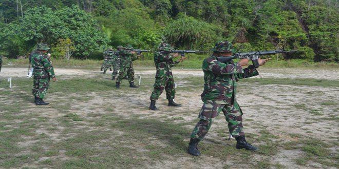 Kodim 1704/Sorong Melaksanakan Latihan Menembak