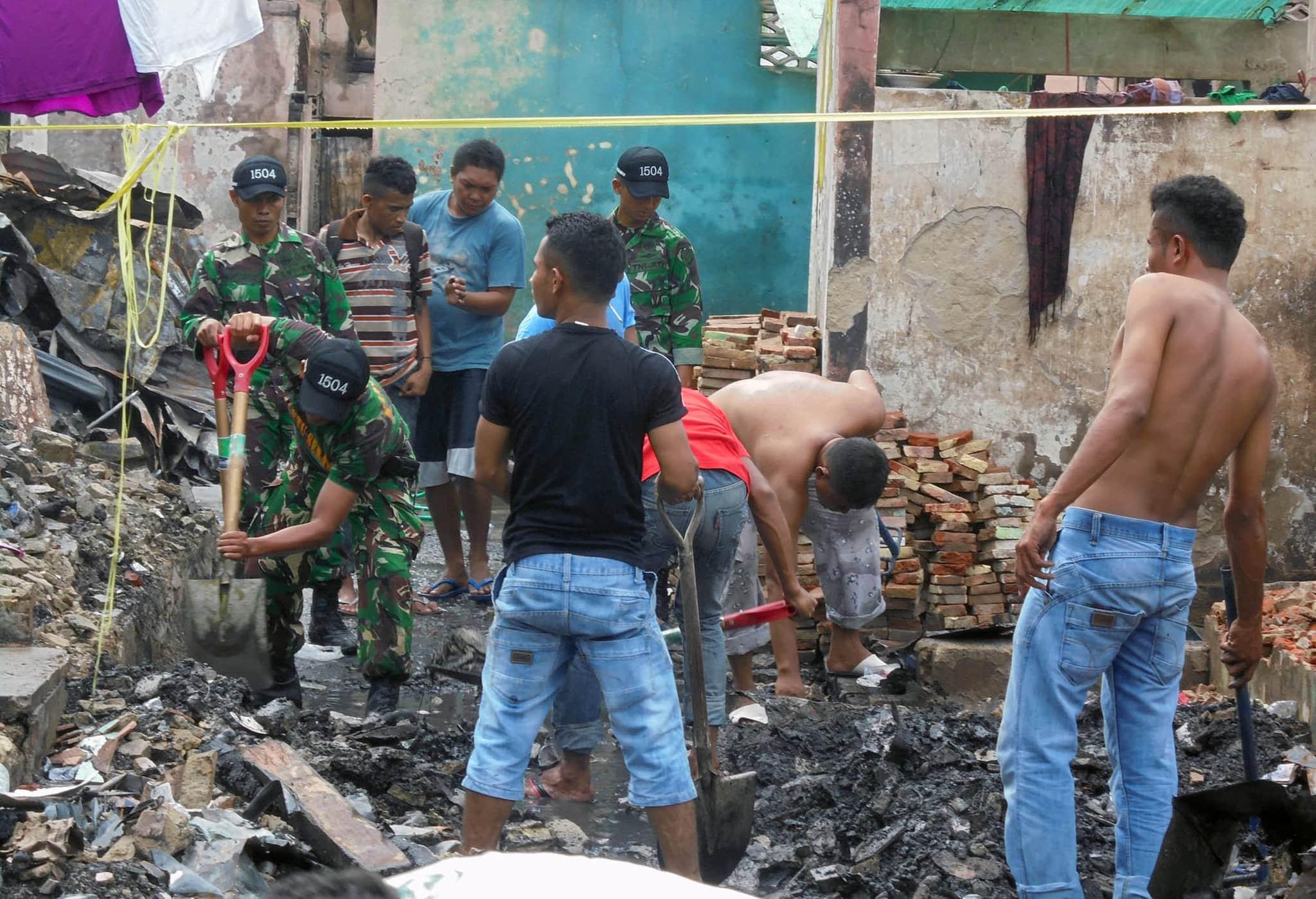 Kodim Ambon Gelar Karya Bakti di Lokasi Kebakaran Jl. Baru Kota Ambon