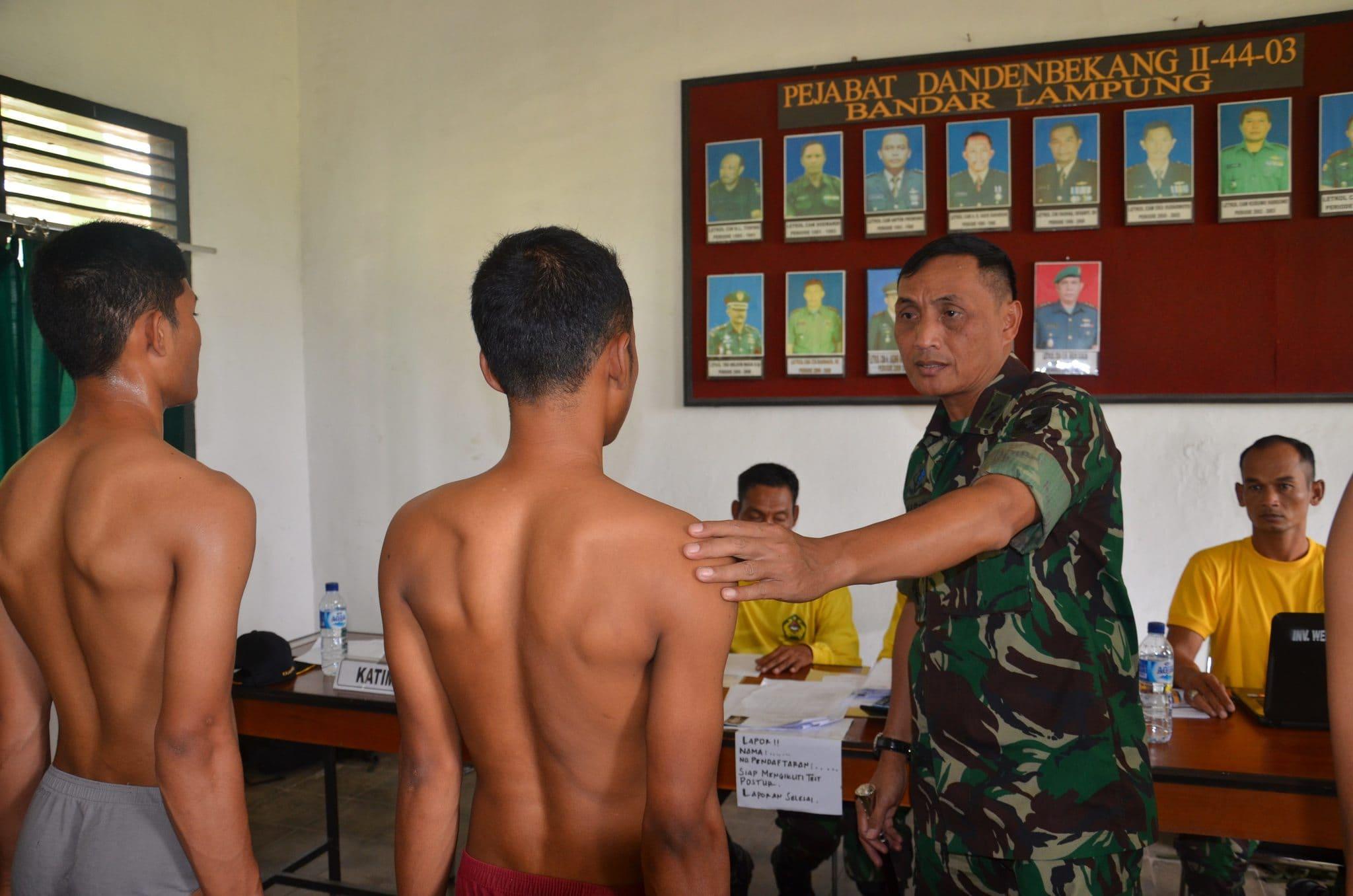 DANREM 043/GATAM TINJAU SELEKSI CEK AWAL CALON TAMTAMAPK TNI AD GELOMBANG II SUB PANDA LAMPUNG.