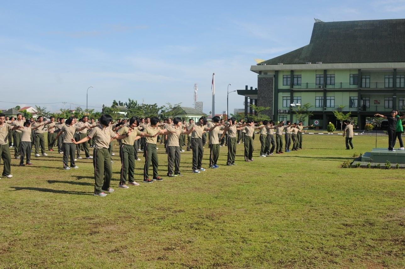 Prajurit Kodam/XII/Tanjungpura Latihan Tari Kondan Doleng