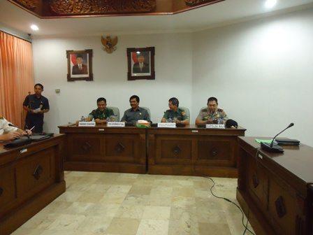 PANGDAM IX/UDAYANA HADIRI AUDENSI ICMM 2014