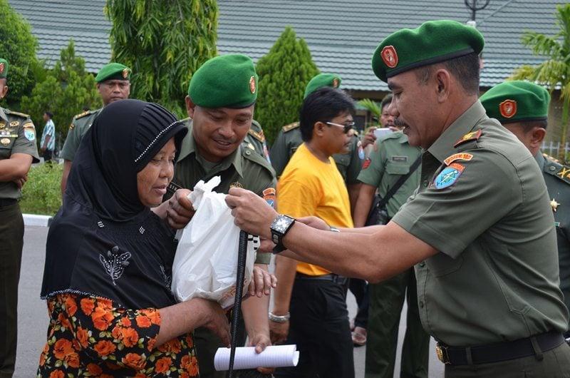 Korem 102/Pjg bersama Arta Graha Peduli Pasar Murah Dalam Rangka Hari Juang Kartika TA 2014