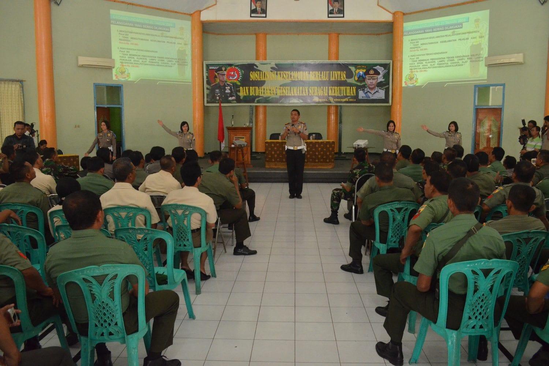 Korem 084/BJ & Satlantas Polrestabes Surabaya Gelar Sosialisasi Keselamatan Berlalu-lintas