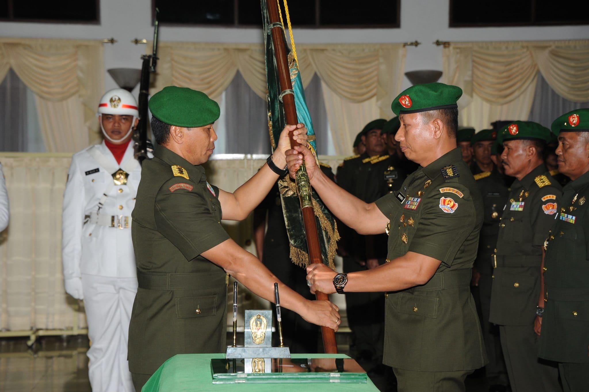 Penyerahan Jabatan Kadispenad Dari KASAD Kepada Kolonel Inf Wuryanto S.Sos