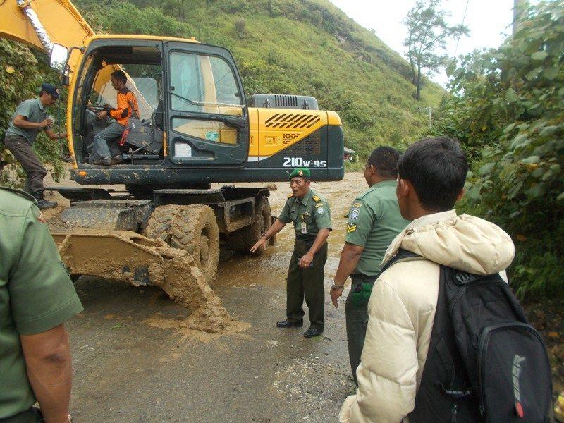 Danramil 03/Kota Meninjau Lokasi Longsor Susulan Kab. Ateng