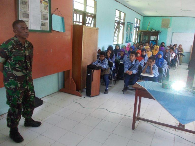 Jajaran Kodim 1704/Sorong Memberikan Materi Proxy War Dan Wawasan Kebangsaan Kepada Para Pelajar Di Kabupaten Sorong