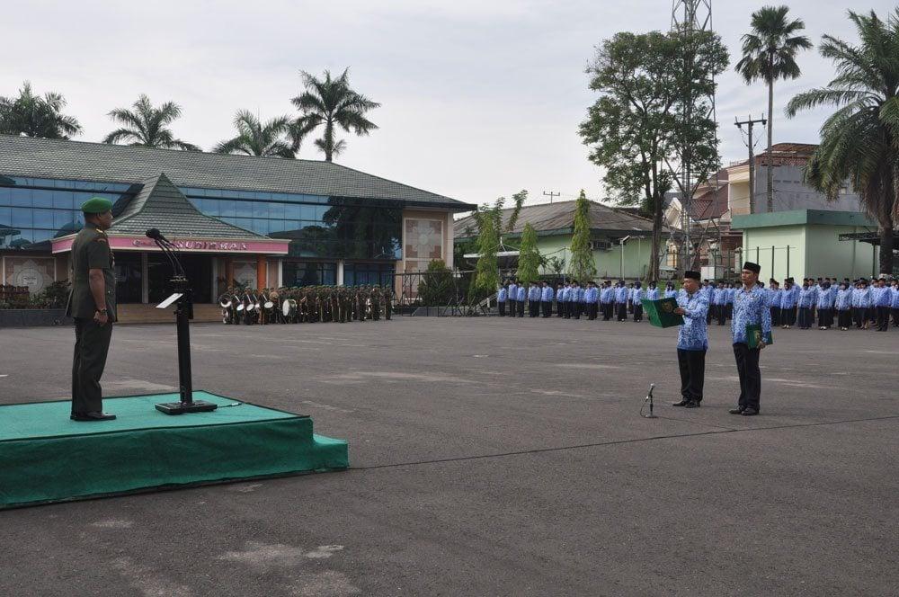 PNS TNI KODAM II LAKSANAKAN UPACARA HUT KE-43 KORPRI