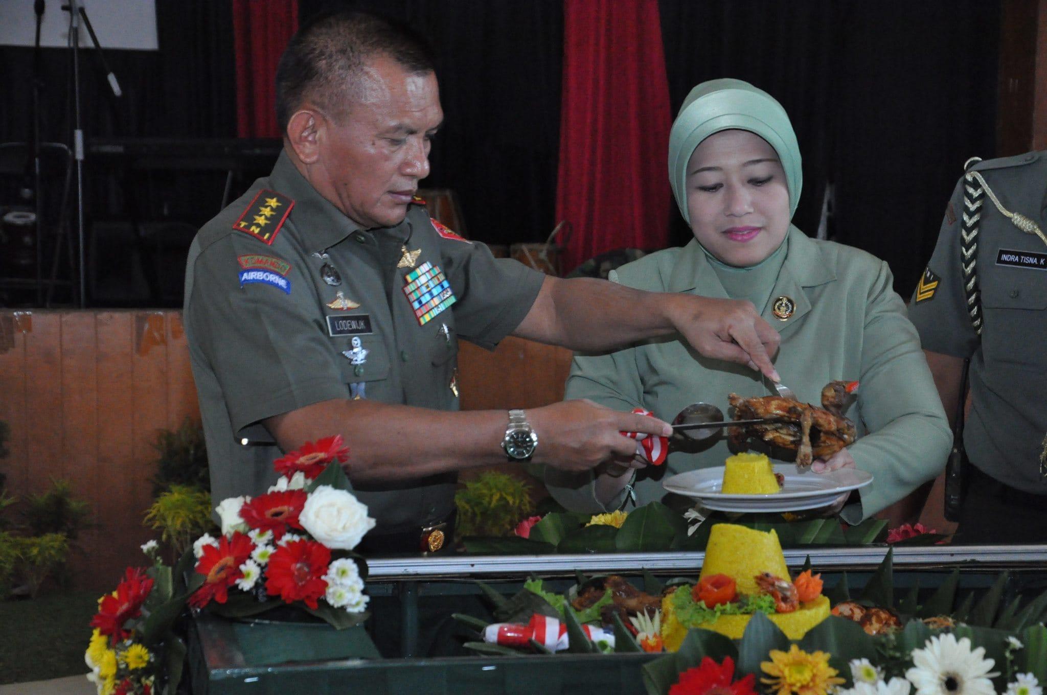 KOMANDAN KODIKLAT TNI AD PIMPIN ACARA SYUKURAN HARI ULANG TAHUN KE-20 KODIKLAT TNI AD