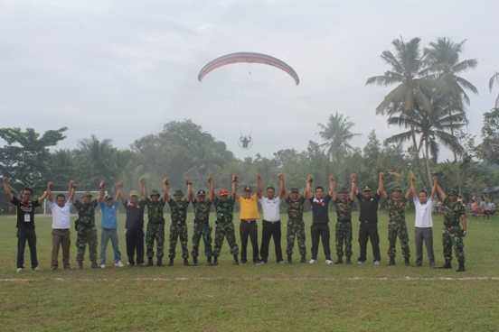 TNI –POLRI Serbu Desa Lampur
