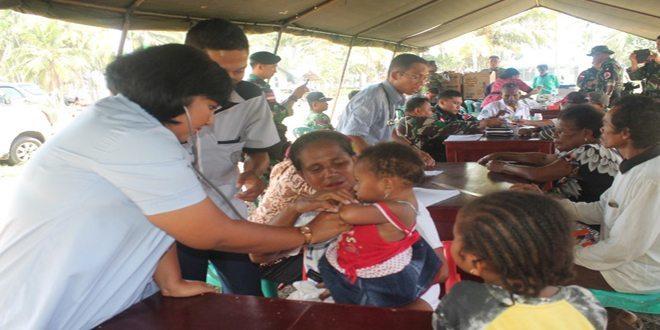 Kodim 1701/Jayapura Selenggarakan Kegiatan Pengobatan Massal dan Pembagian Sembako di Perbatasan RI-PNG TA. 2014