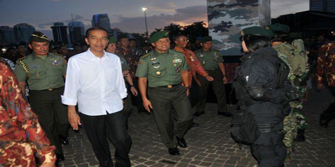 Presiden RI Tinjau Stan Kostrad Dalam Rangka Pameran Alutsista TNI AD 2014