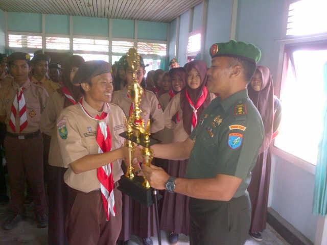Peleton Pengantar Pramuka Saka Wira Kartika Koramil 1202-09 Tebas raih Juara 1