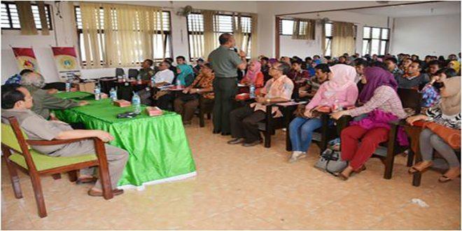 2. Suasana pembekalan Proxy War kepada 512 Mahasiswa Unimas peserta KKN Nusantara 2014-2015