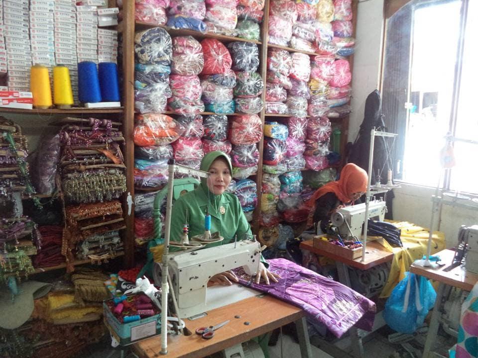 Ny Bambang Setio Buka Usaha Membuat Sprai, Bed Cover Dan Gorden
