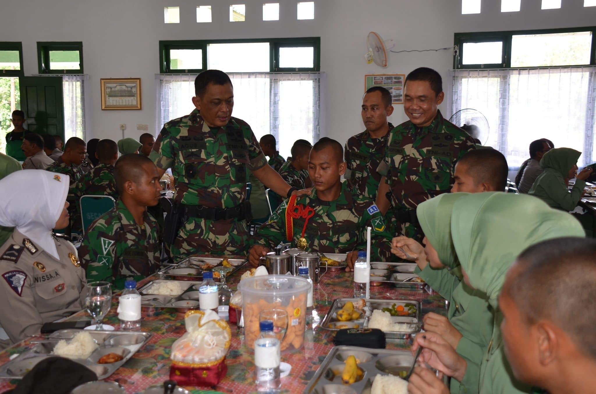 Pangdam IM Makan Bersama Prajurit Siswa Pendidikan Bintara TNI AD Tahap I TA. 2014