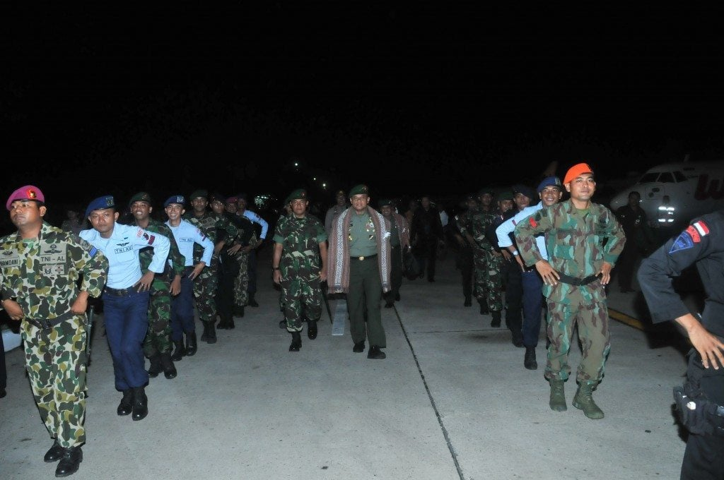 BAPAK KASAD JENDERAL TNI GATOT NURMANTYO DISAMBUT TARIAN JA'I DI BANDARA EL TARI KUPANG