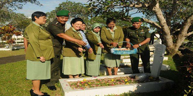 Peringati HUT Ke-64 Penerangan Aangkatan Darat Pendam XII/Tanjungpura Ziarah Rombongan