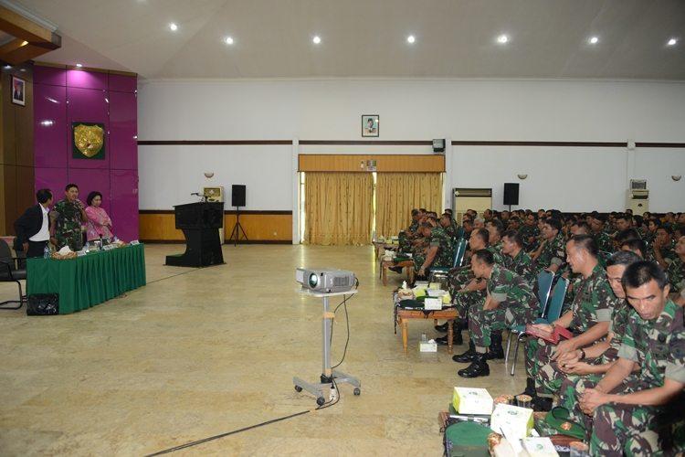 Ceramah Hukum dan HAM di Kodam Jaya