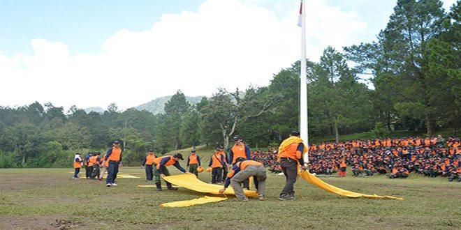 Tim Ekspedisi Siapkan Pendaratan Helikopter