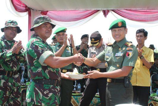 Danrem 084/BJ Pimpin Kegiatan Pencanangan Penanaman Jagung Hibryda di Desa Wedoroanom Kec. Driyorejo Kab. Gresik