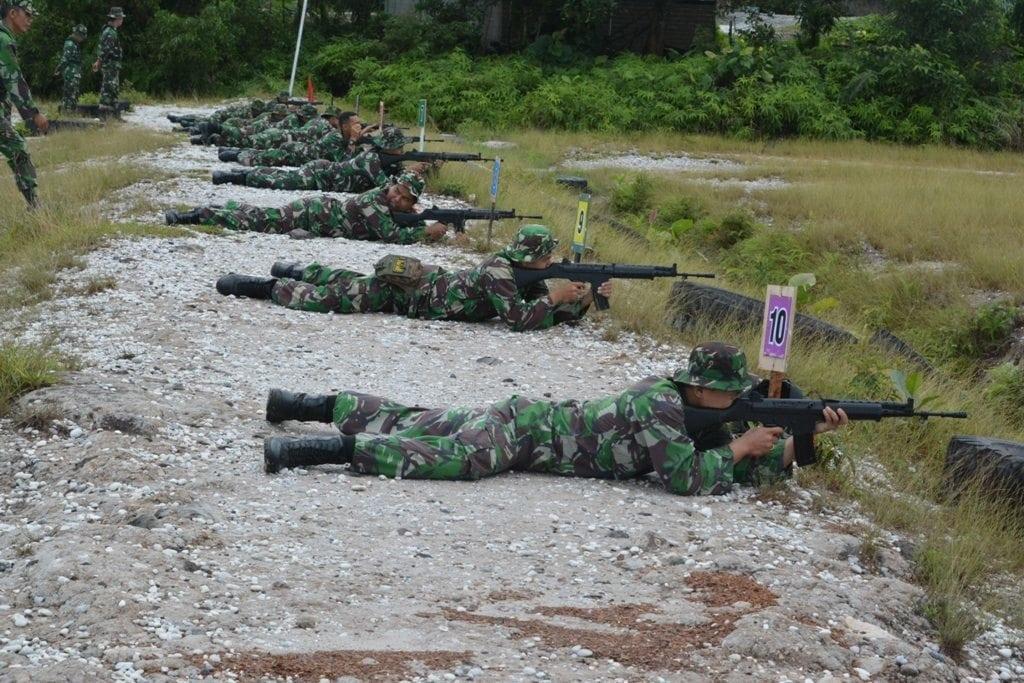 Prajurit Korem 121/Abw Laksanakan Latihan Menembak