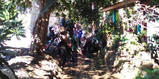 Koramil dan BP3K Serta Gapoktan Bersihkan Saluran Irigasi