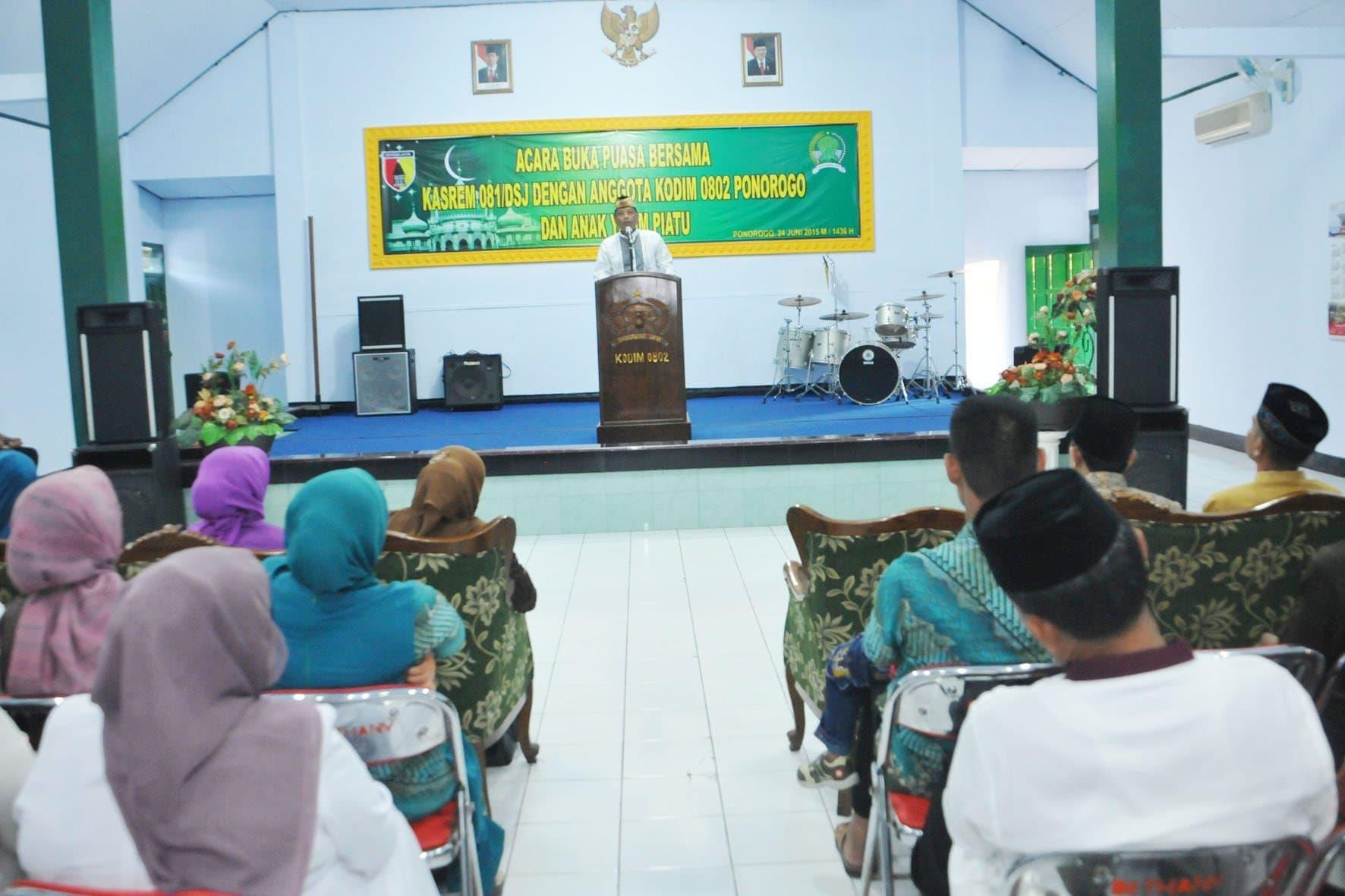 Acara buka puasa bersama Kasrem 081 di Dim Ponorogo (5)